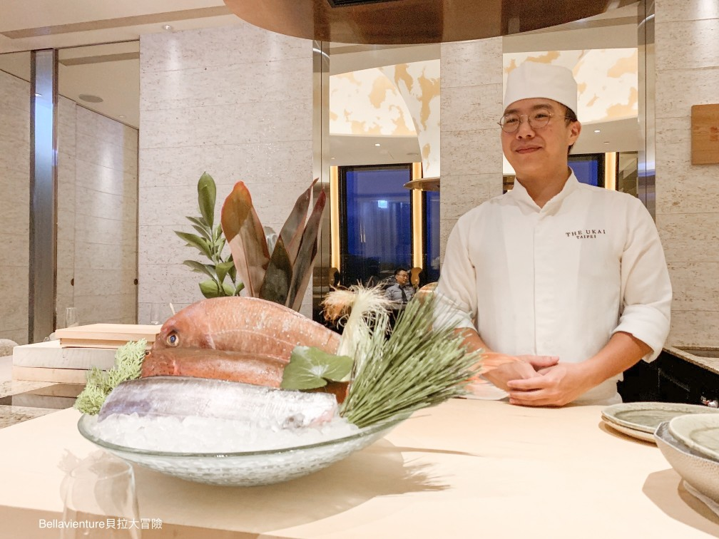 the chef introducing the menu of today in front of the counter.