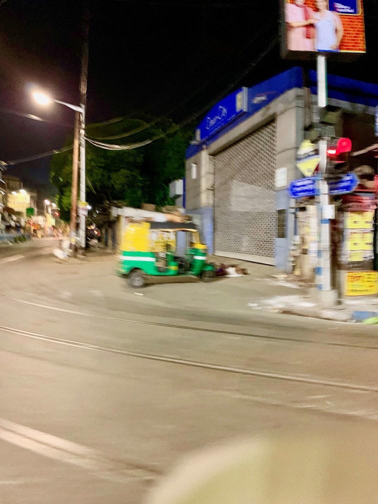 加爾各答 街道 夜晚 嘟嘟車