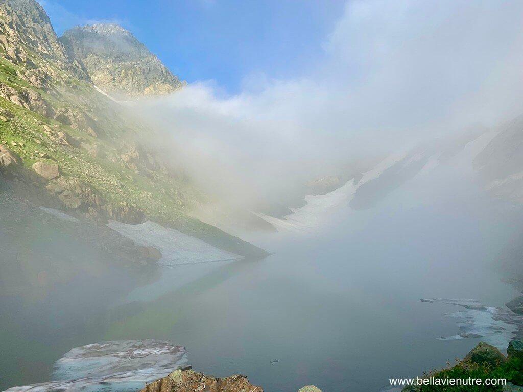 印度 India 北北印  North India 喀什米爾 Kashmir 大湖健行 trekking Kashmir Great Lakes Trek 起大霧的聖湖