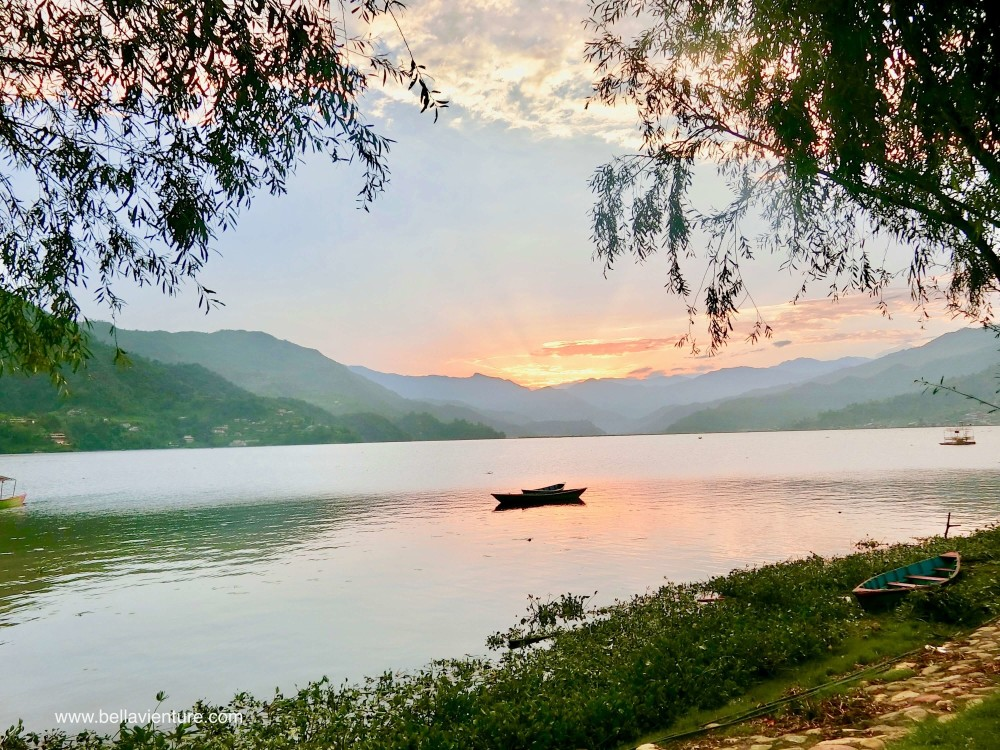 尼泊爾 波卡拉 Nepal Pokhara  Phewa lake 湖景 船 夕陽