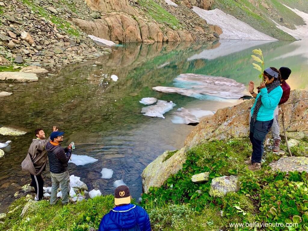 印度 India 北北印  North India 喀什米爾 Kashmir 大湖健行 trekking Kashmir Great Lakes Trek 在聖湖打雪仗
