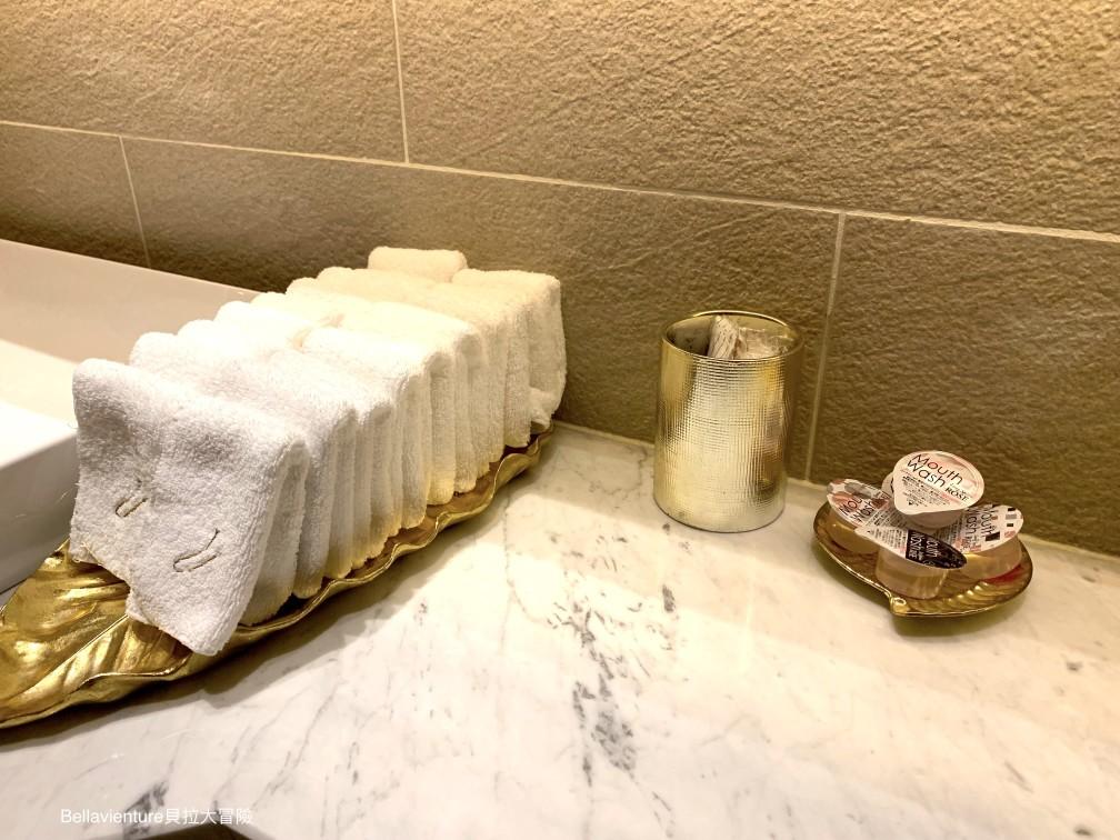 廁所內部的擦手巾