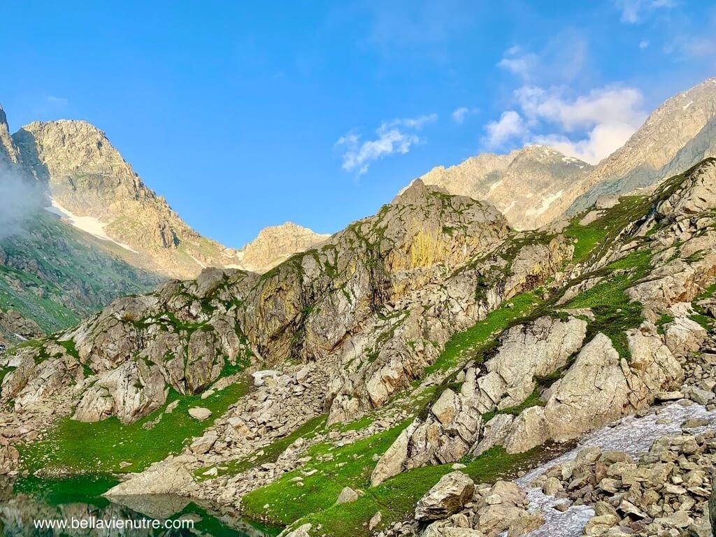 印度 India 北北印  North India 喀什米爾 Kashmir 大湖健行 trekking Kashmir Great Lakes Trek 夕陽下的岩石