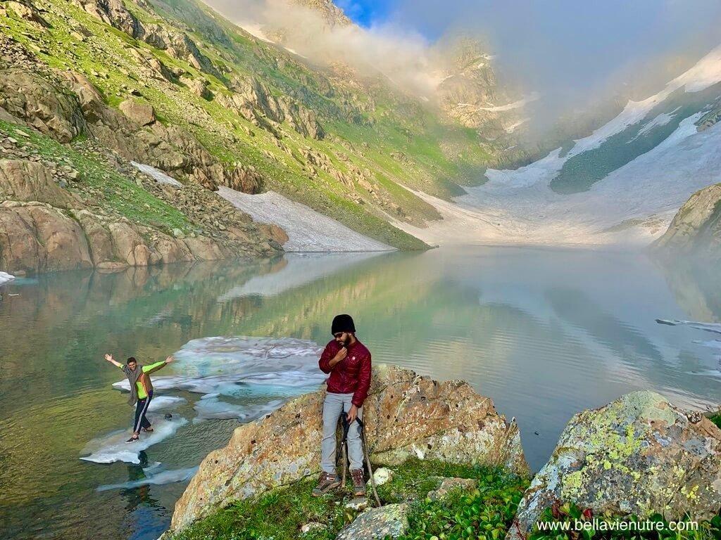 印度 India 北北印  North India 喀什米爾 Kashmir 大湖健行 trekking Kashmir Great Lakes Trek 在聖湖玩打雪仗