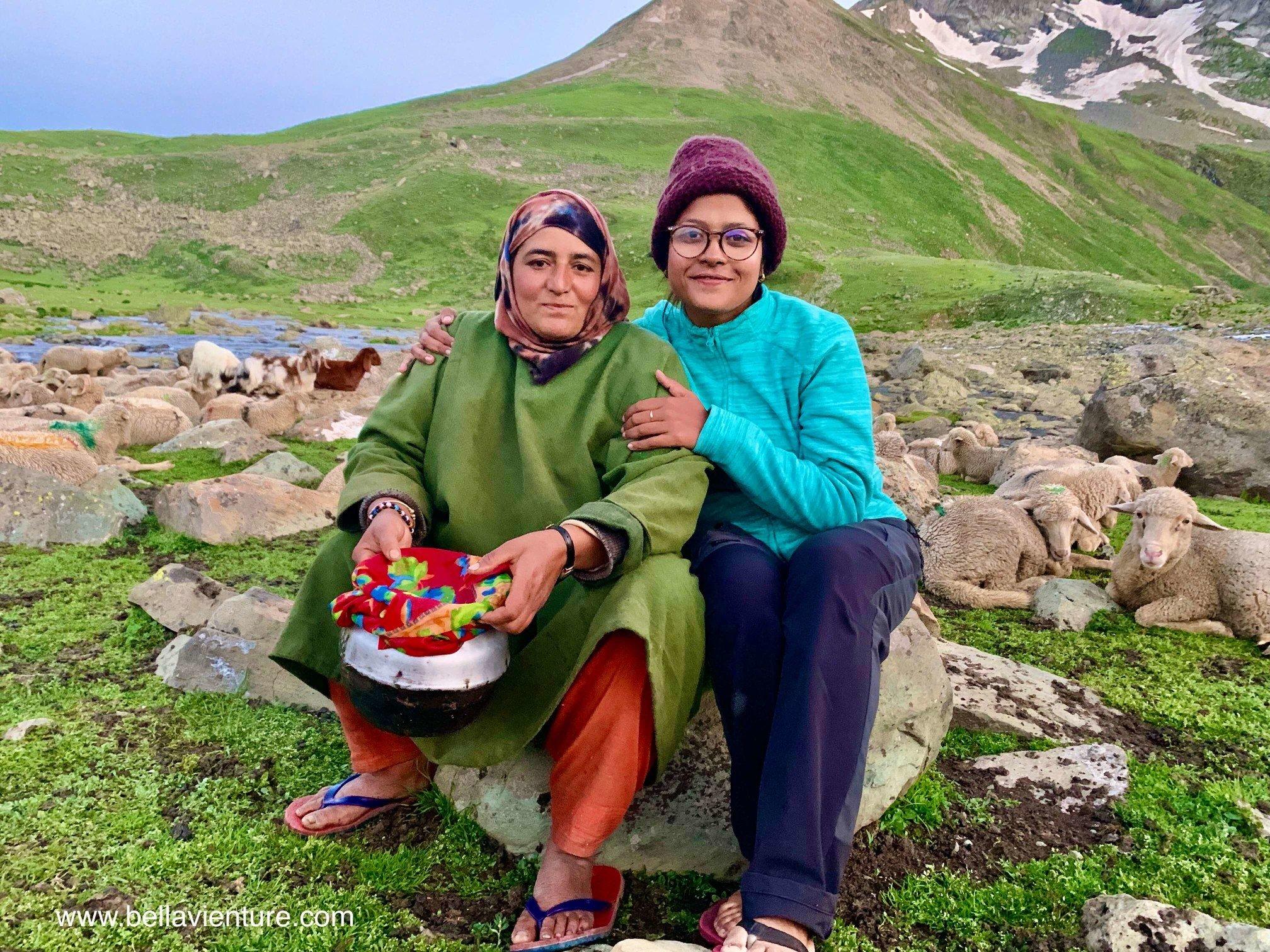 印度 India 北北印 North India 喀什米爾  Kashmir 八天七夜 健行 Nichnai Valley 牧羊女與女團員合影